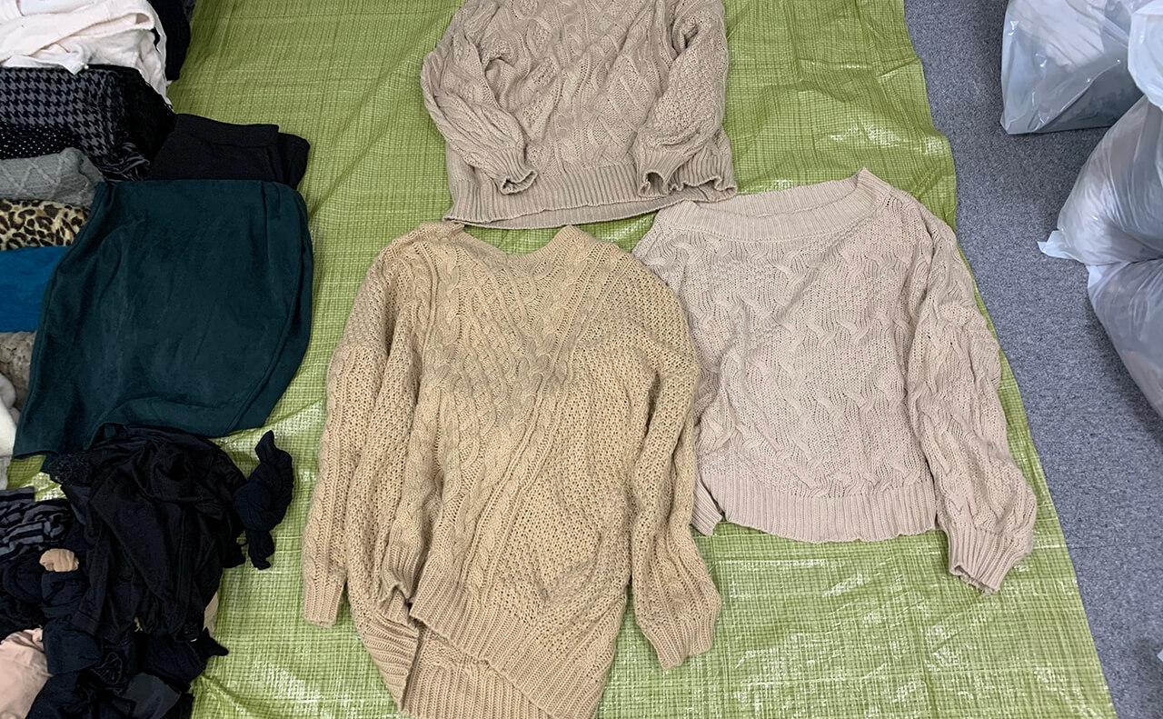似たようなセーターが3着も