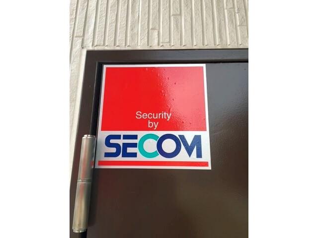 「キーピット越谷」トランクルームのセキュリティ(SECOM)マーク