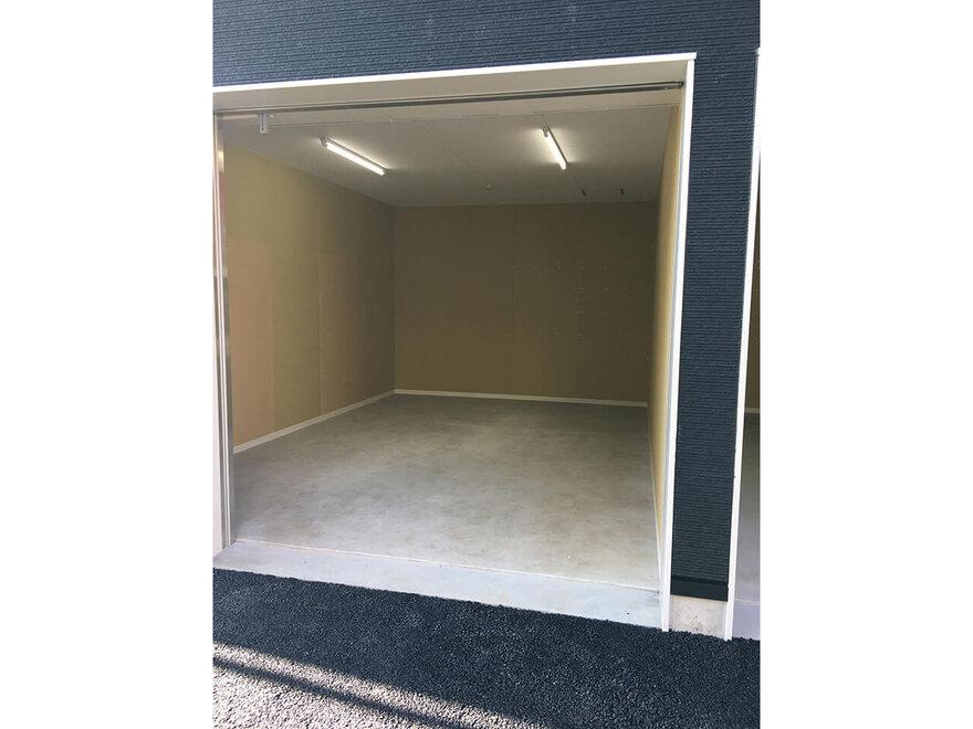 「キーピット茅ヶ崎」ガレージタイプのトランクルーム収納スペース