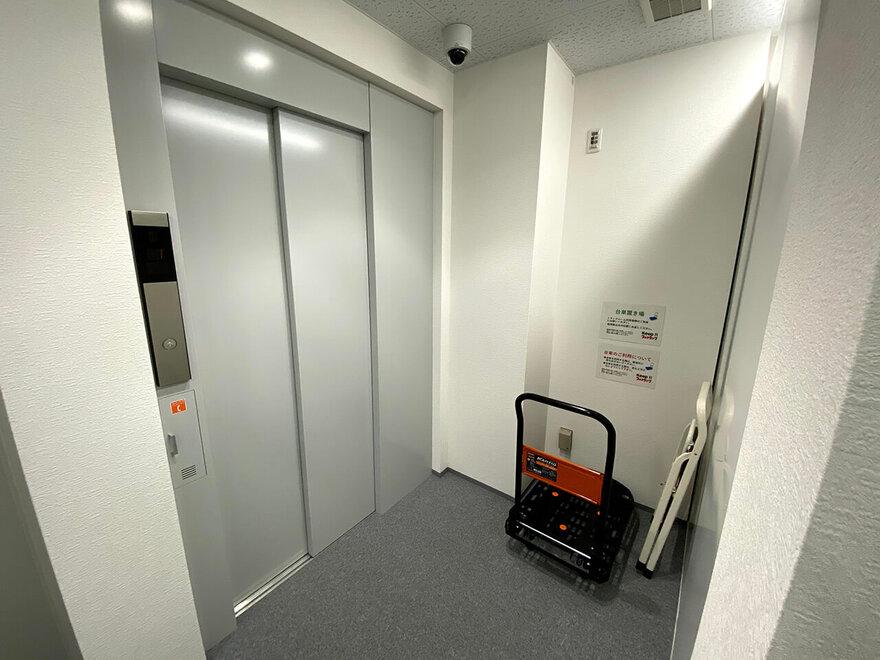 「キーピット」トランクルームのエレベーター