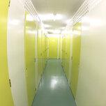 「キーピット鎌倉」トランクルームの通路や扉(内観)