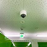 「キーピット」トランクルームの屋内防犯カメラと火災報知器